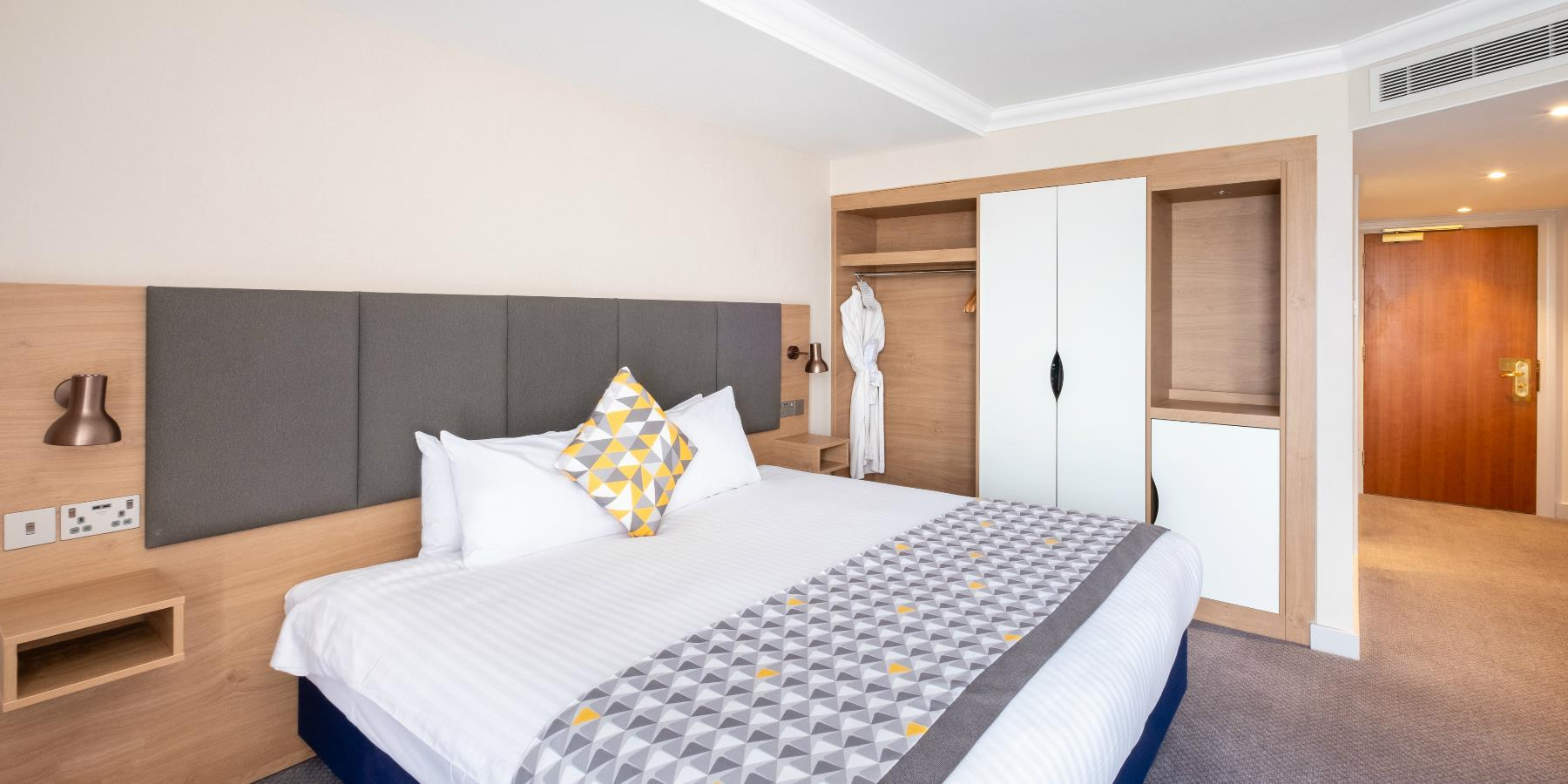 A double room at Holiday Inn Leicester - Accommodation in Leicester