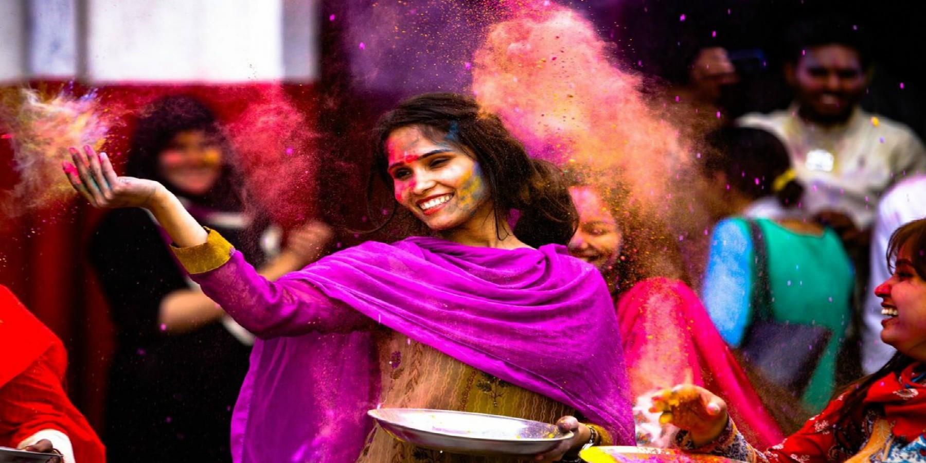 Leicester Holi paint throwing